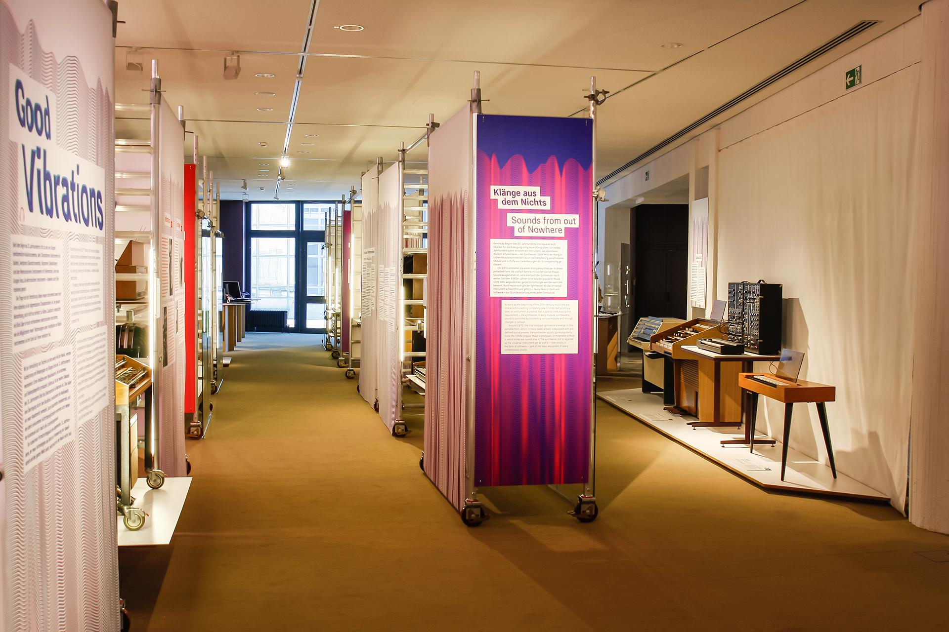 Good Vibrations Musikinstrumenten Museum Berlin Ausstelung Sonderausstellung elektronische Musik Werkzeug Ausstellungsgraphik Grafik Design Interaktion