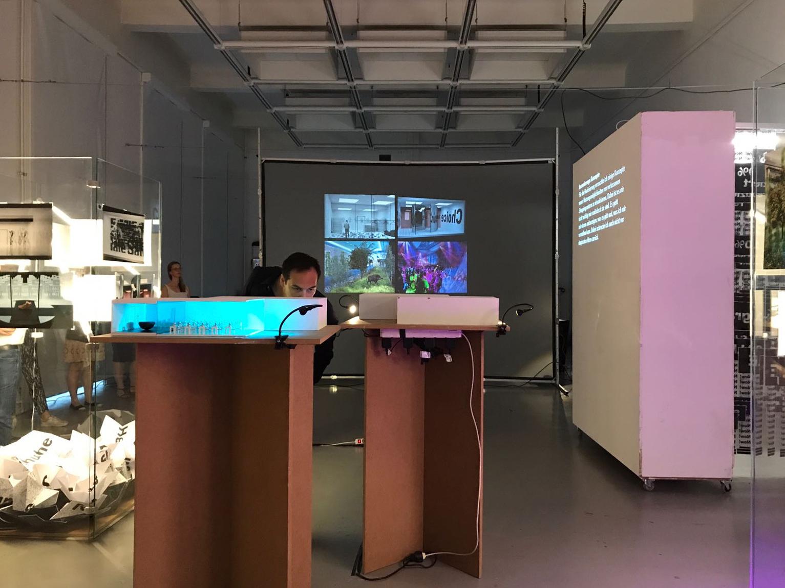 Ausstellung Präsentation Phaneomen Shoppingcenter Raumgestaltung Conceptdesign Inszenierung Reuse Kapitalismus Museum Shopdesign Mall Modelle