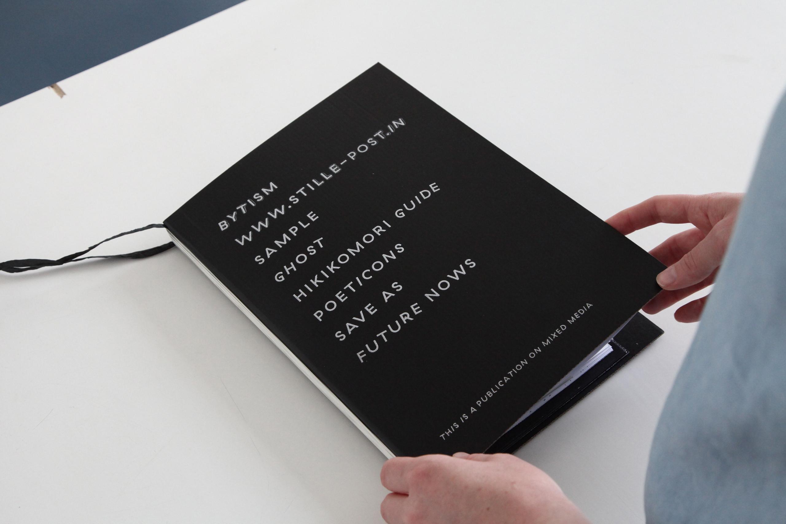 Die Zukunft der Speichermedien Datensicherung mixed media installation Buchgestaltung Publikation Seibdruck